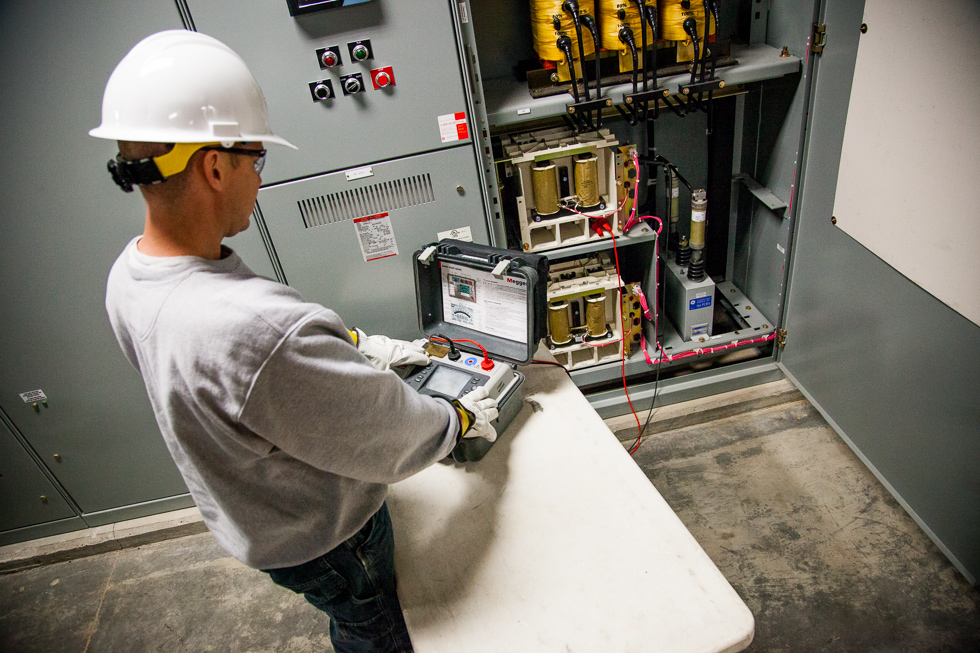 Industrial Electrical Testing Circuit Breaker Testing